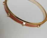 Браслет жесткий с розовой эмалью и пирамидками. США.( 11С022), фото №4