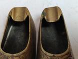Пара восточной обуви - пепельницы, фото №9