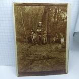 Фото Офицеры с дамами в лесу на прогулке, фото №2