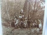 Фото Офицеры с дамами в лесу на прогулке, фото №3