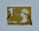 Почтовая марка Королева Великобритании (1st Class Large - Gold)., фото №2
