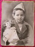 Большое фото ребёнка с куклой