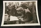 Офицеры Егеря работают с картой в полевых условиях. Бергмютце, Кнаучмютце., фото №2