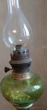 Керосиновая лампа зеленого стекла с колбой и с декорированным туловищем .Германия, фото №4