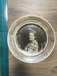 Настенная пластмассовая тарелка с изображением дамы, фото №2