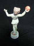 Девочка кидает мяча Венгрия клеймо фирмы Жолнаи, фото №5