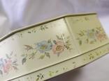 Жестяная коробочка с выпуклыми цветочками на крышке. 215х180мм, фото №10