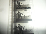 Кинопленка 35 мм военные автомат, фото №6