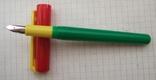 Разноцветная перьевая ручка. Пишет довольно мягко, тонко и насыщенно, фото №2