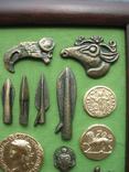 Монеты и античная археология. Копии, в раме без стекла, 31х21см, фото №7