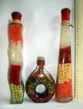Бутылки с украшением из овощей и приправ. Сувениры на кухню., фото №5