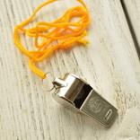 Свисток металлический на жёлтой верёвке, фото №2