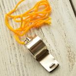 Свисток металлический на жёлтой верёвке, фото №3