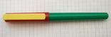Разноцветная перьевая ручка. Пишет довольно мягко, тонко и насыщенно, фото №4