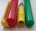 Разноцветная перьевая ручка. Пишет довольно мягко, тонко и насыщенно, фото №6