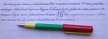 Разноцветная перьевая ручка. Пишет довольно мягко, тонко и насыщенно, фото №9