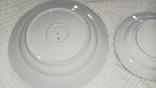 Одна велика і 3 менші тарілки з клеймом, фото №7