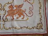 Старинная скатерть с ручной вышивкой - драконы или грифоны. photo 7