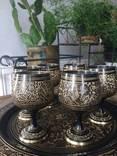 Набор: 6 бокалов , поднос с богатой резьбой по металлу.