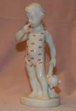Фарфоровая статуэтка мальчик с Мишкой 1953 г №2
