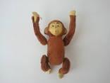 Заводная механическая плюшевая обезьянка клееные опилки СССР исправная photo 6