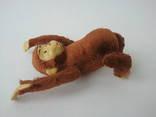 Заводная механическая плюшевая обезьянка клееные опилки СССР исправная photo 11