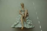 Балерина надевает пуанту - Германия Wallendorf
