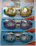 Очки для плавания Intex с защитой от ультрафиолетовых лучей.