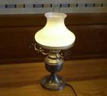 Настольная лампа в стиле керосиновой, белый плафон