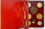 Коллекция настольных медалей, врезаных в деревянную книгу