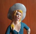 Девушка в шляпке ''ветерок''