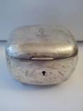 Срібна шкатулка з графським вензелем