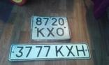 2 номерных знака