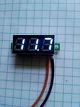 Цифровой вольтметр с диапазоном измерения от 2.4 - 32 вольт.(синие цифры)