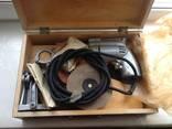 Бытовая электрическая машина с комплектом насадок и приспособлений photo 1