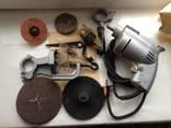 Бытовая электрическая машина с комплектом насадок и приспособлений photo 2