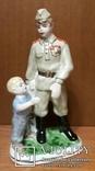 Солдат и мальчик