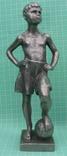 Советская скульптура - Юный футболист. 1964 г.