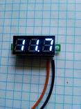 Цифровой вольтметр с диапазоном измерения от 3.2 - 30 вольт.(синие цифры)