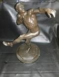 Скульптура '' Ядрометатель'' Е.Янсон 1924 г. Красный Выборжец. photo 1