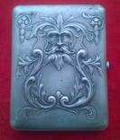 Серебрянный портсигар с изображением греческого Бога Зевса.