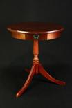 Винтажный столик с выдвижным ящиком. Европа. (0675)
