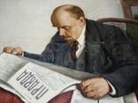 """Ленин читает газету """"Правда"""" photo 1"""