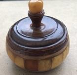 Старинная шкатулка из янтаря