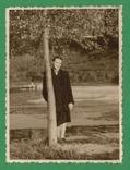 Девушка у дерева Природа, фото №2