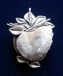Серебрянная брошь с минералом