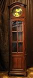 Угловая витрина с механическими заводными часами Franz Hermle. Германия. (0790)