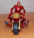 Игрушечный фирменный мотоцикл с железным человеком