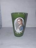 Старый стакан с портретом Наполеона.