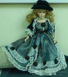 Фарфоровая красивая кукла, Англия